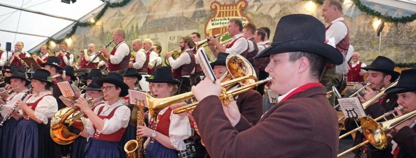 Blasmusiker der Musikkapelle Kieferfelden