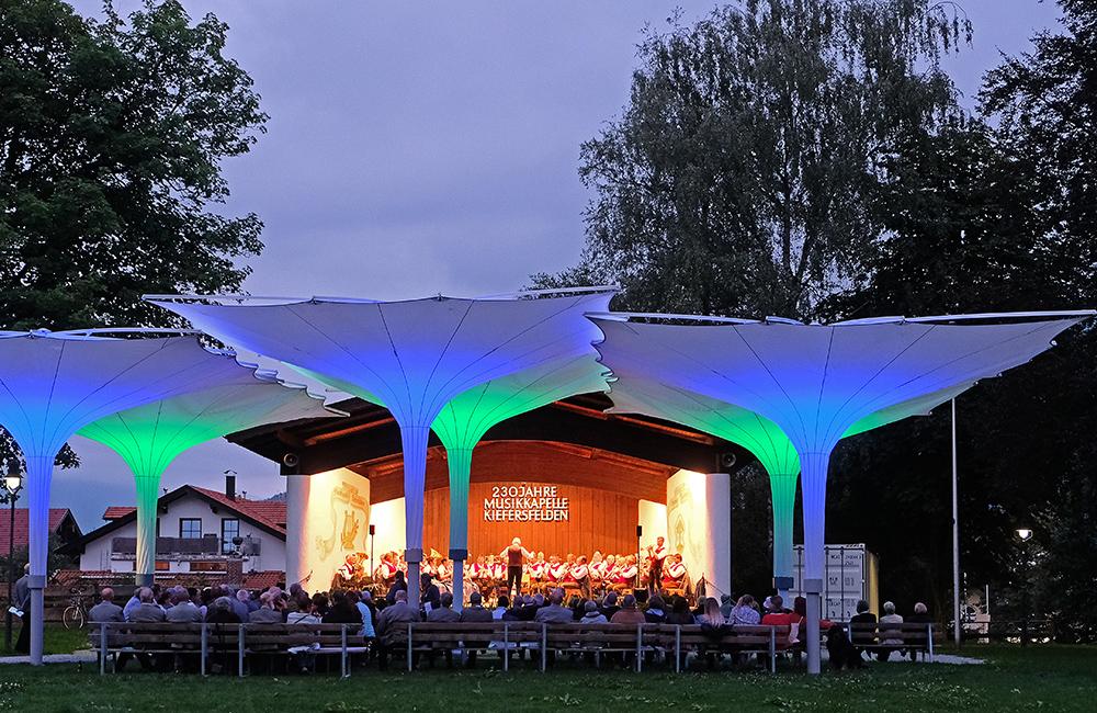 Freiluftkonzert der Blaskapelle Kieferfelden im Kurpark