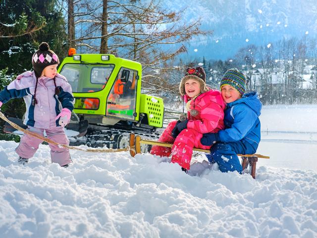 Winteraktiv mit Schlitten & Rodel